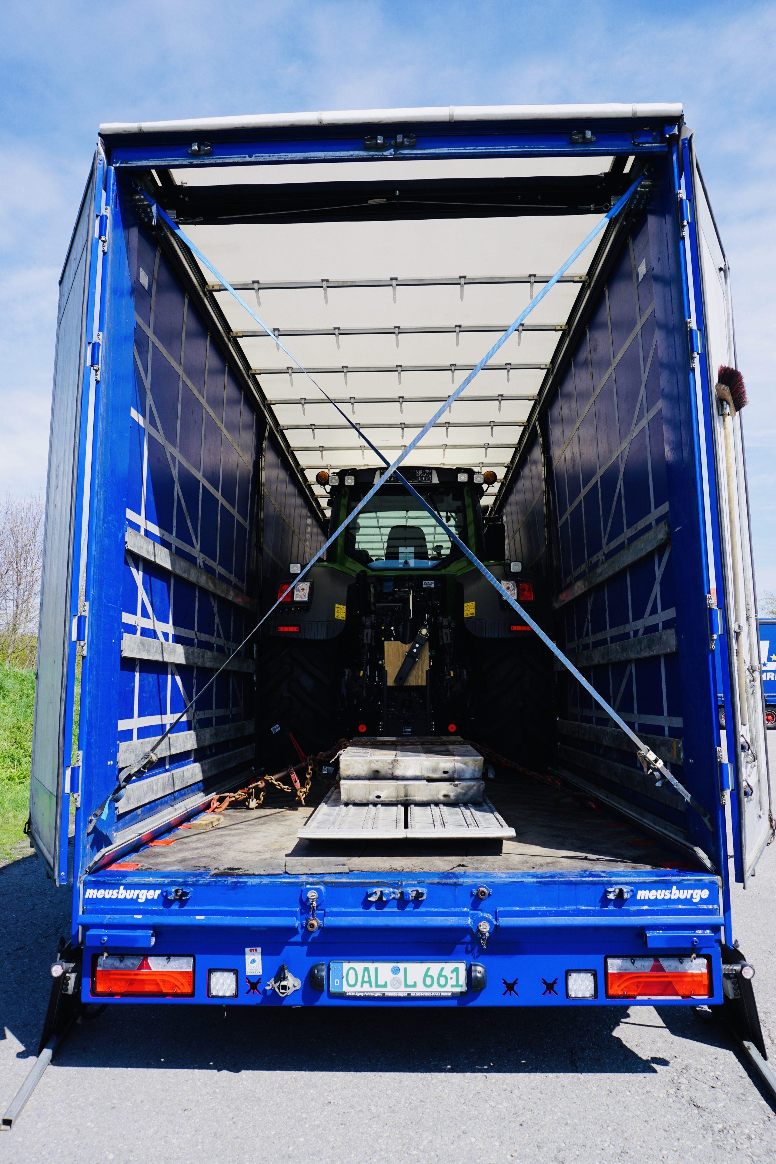 https://www.lechzug.de/wp-content/uploads/Traktor_Transporte_Plane-e1578917427491.jpeg