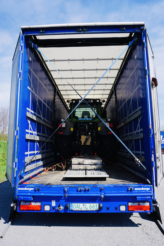 https://www.lechzug.de/wp-content/uploads/Traktor_Transporte_Plane.jpeg